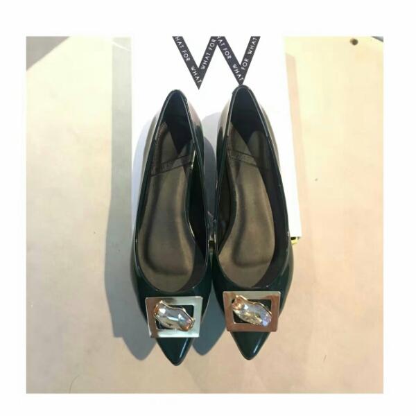 WHATFOR 高端水钻金属元素扣漆皮尖头单鞋