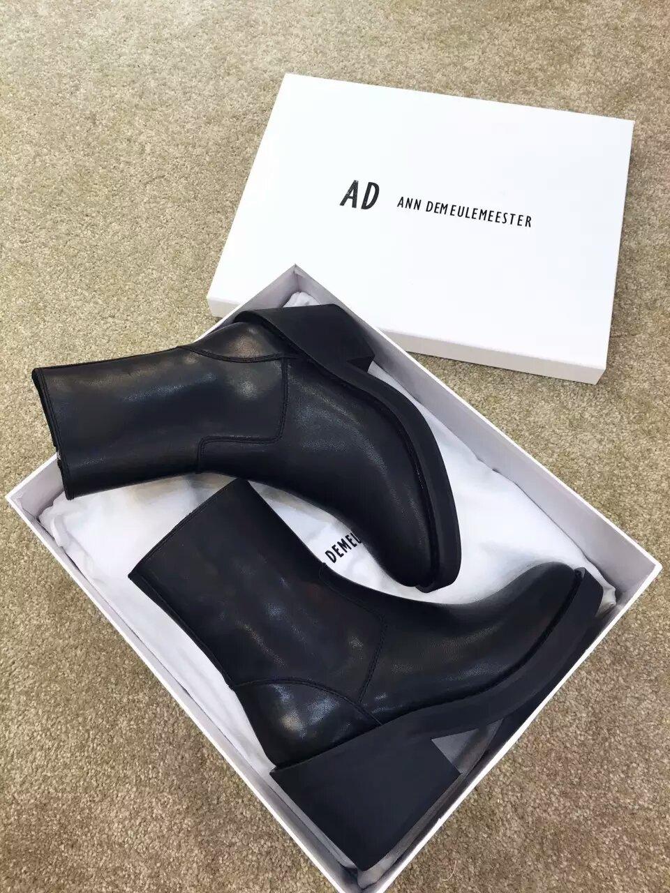 Ann demeulemeester 经典款斜跟粗跟短靴