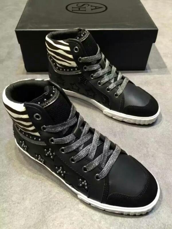 ASH高帮鞋的鞋帮可以完全包裹住脚踝