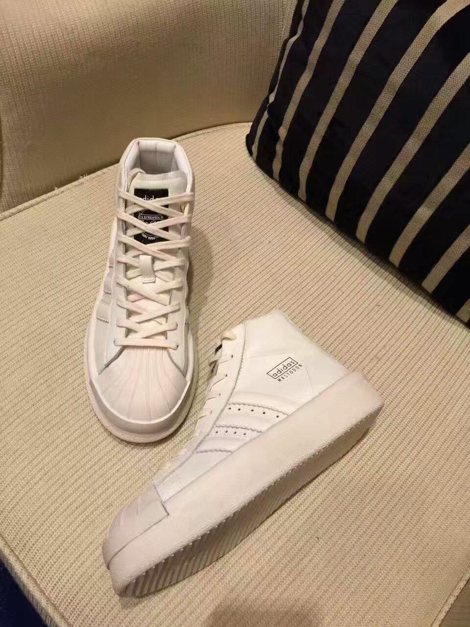 男女款情侣鞋 adidas与先锋设计师 rick owens在今季将前卫hi end风格注入经典鞋款