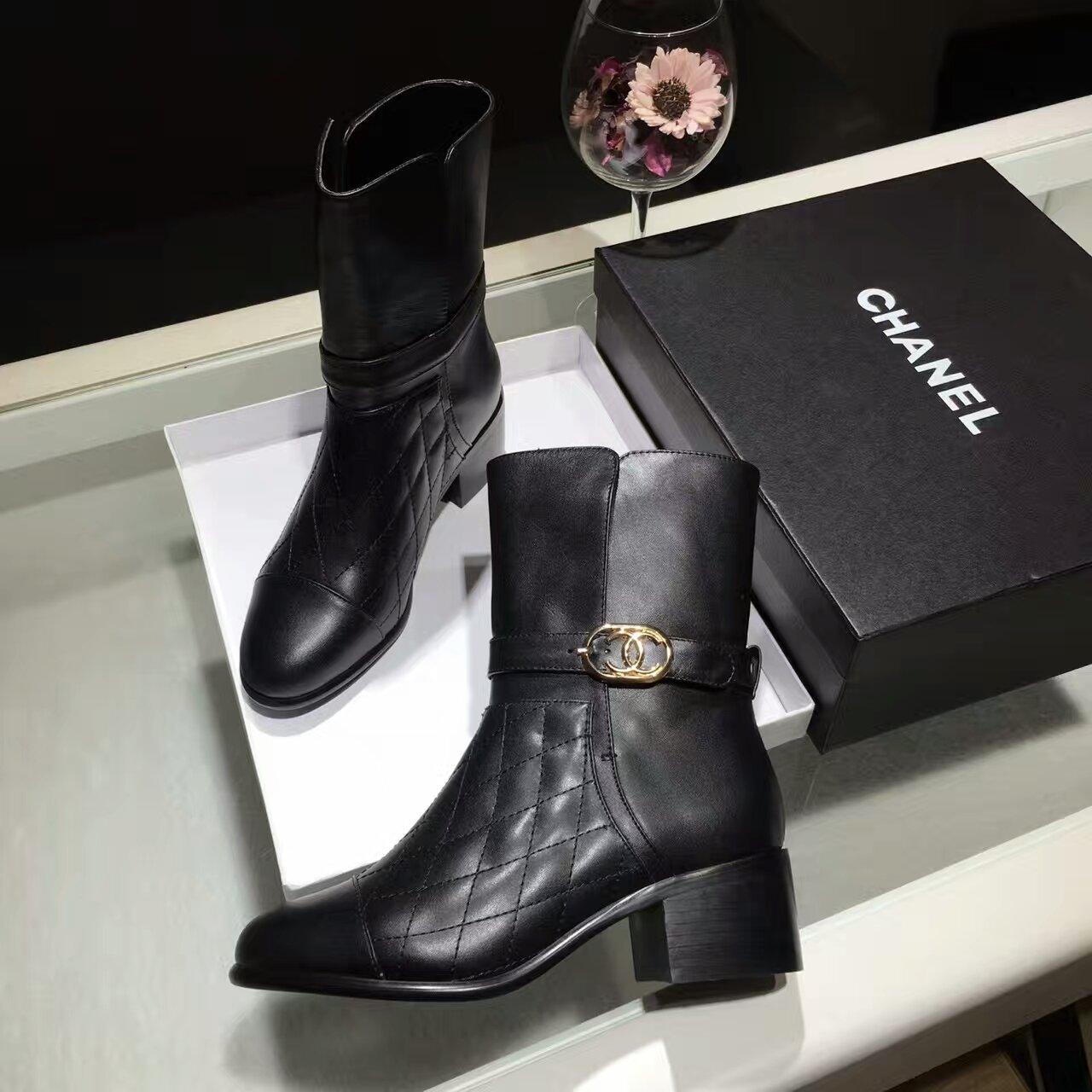 CHANEL16秋冬专柜爆款经典黑色格菱纹时尚短靴
