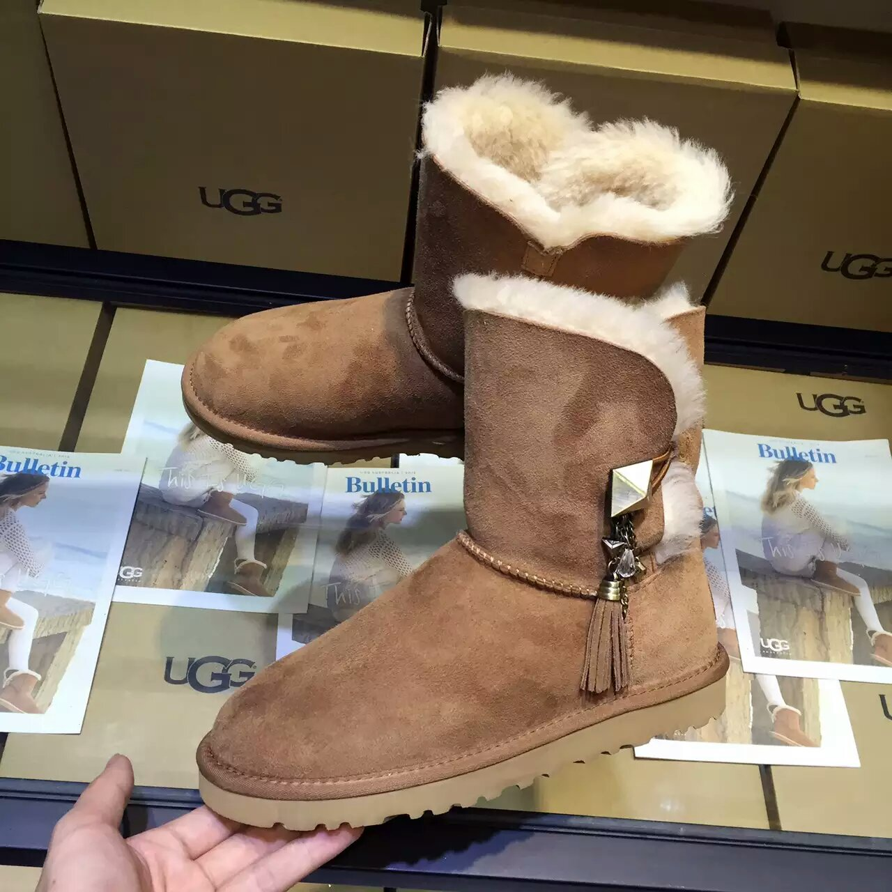 顶级UGG侧吊坠系列女款雪地靴 进口澳羊皮毛一体