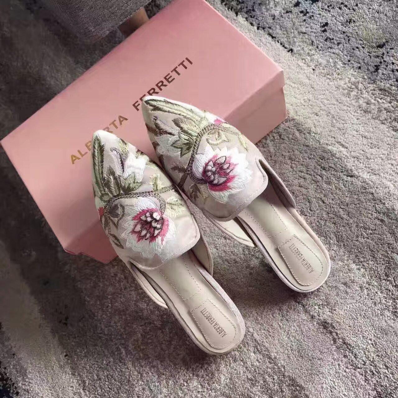 【Alberta Ferretti】 (阿尔伯特·菲尔蒂)刺绣拖鞋华丽的拖鞋