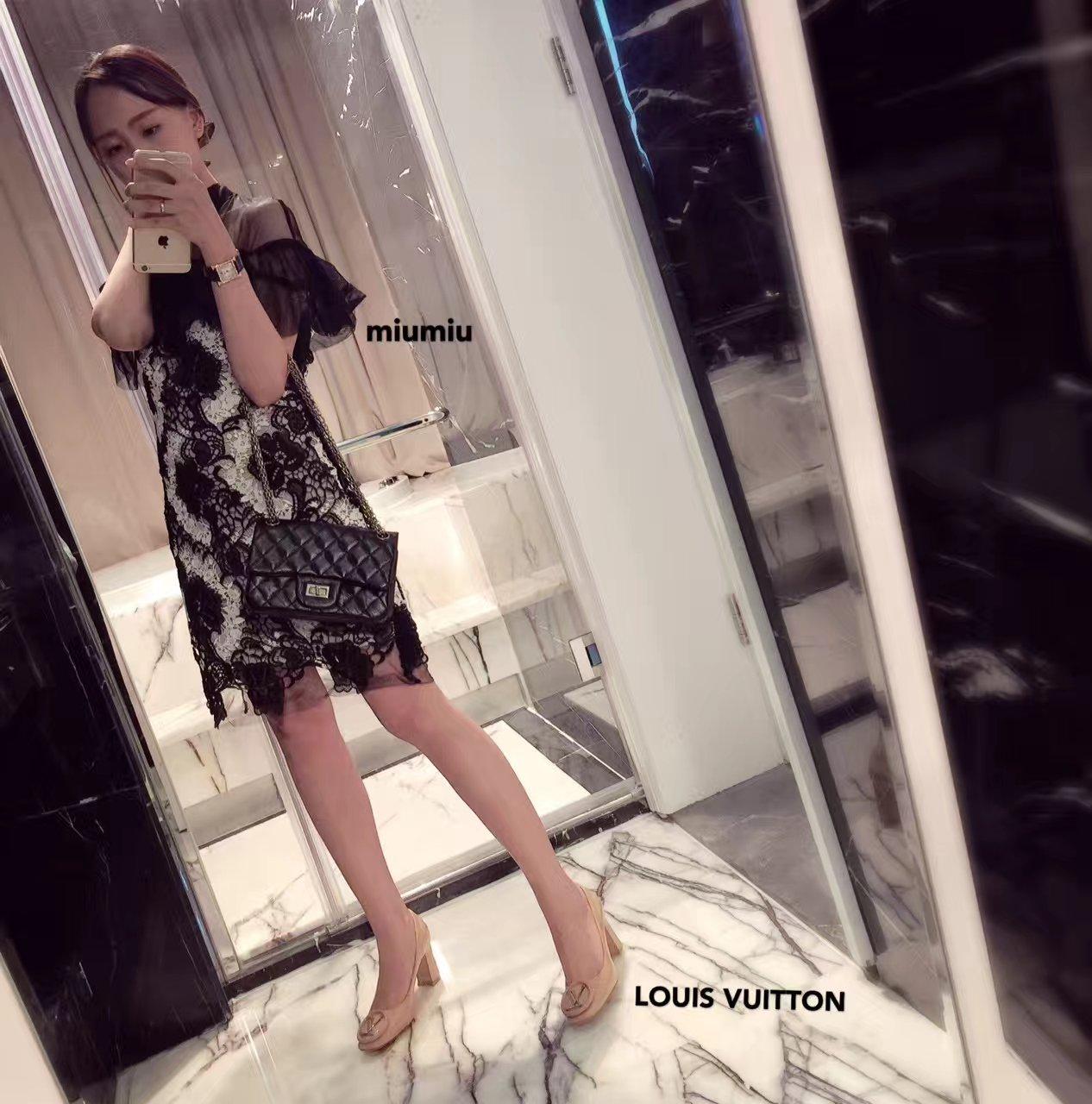 【LOUIS VUITTON女鞋】专柜在售经典圆扣高跟单鞋