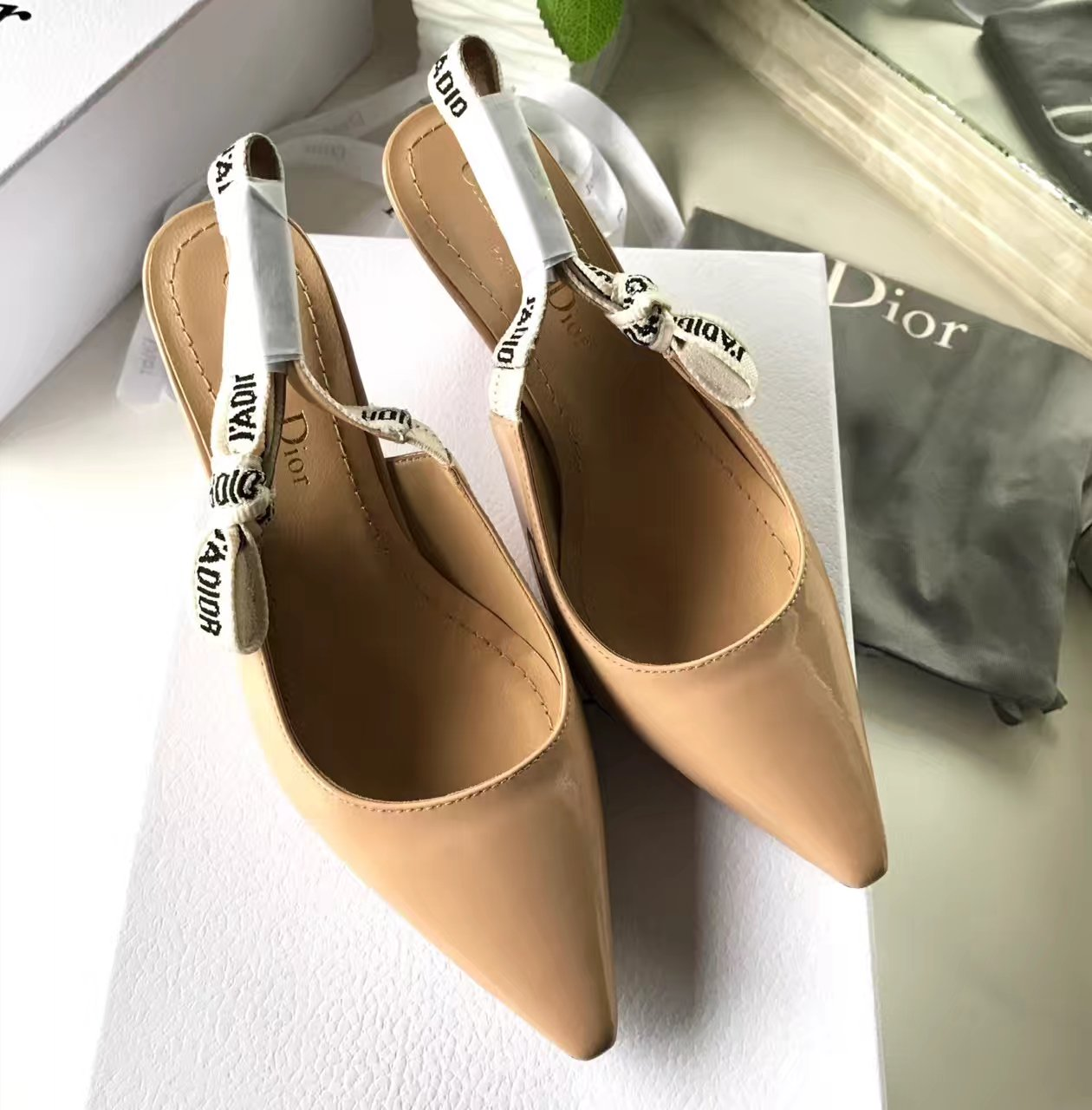 【DIOR凉鞋】2017迪奥最新走秀款凉鞋!