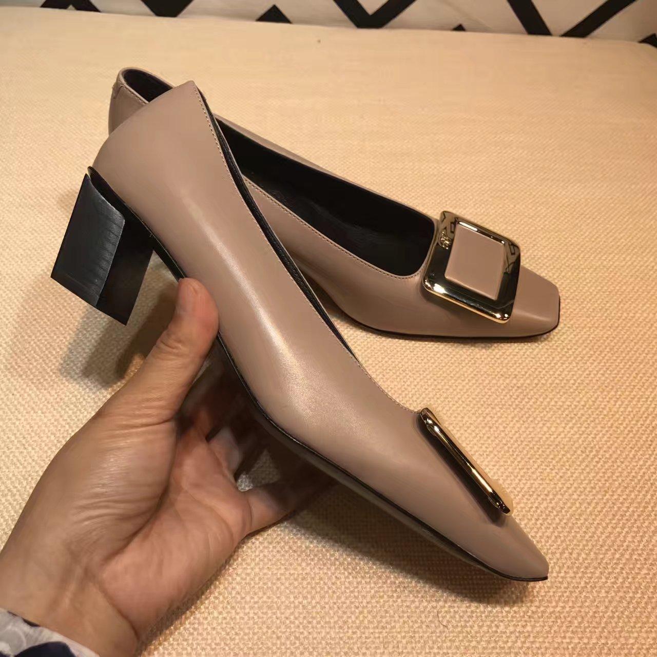 Roger Vivier单鞋_代购品质方扣单鞋_新款女鞋