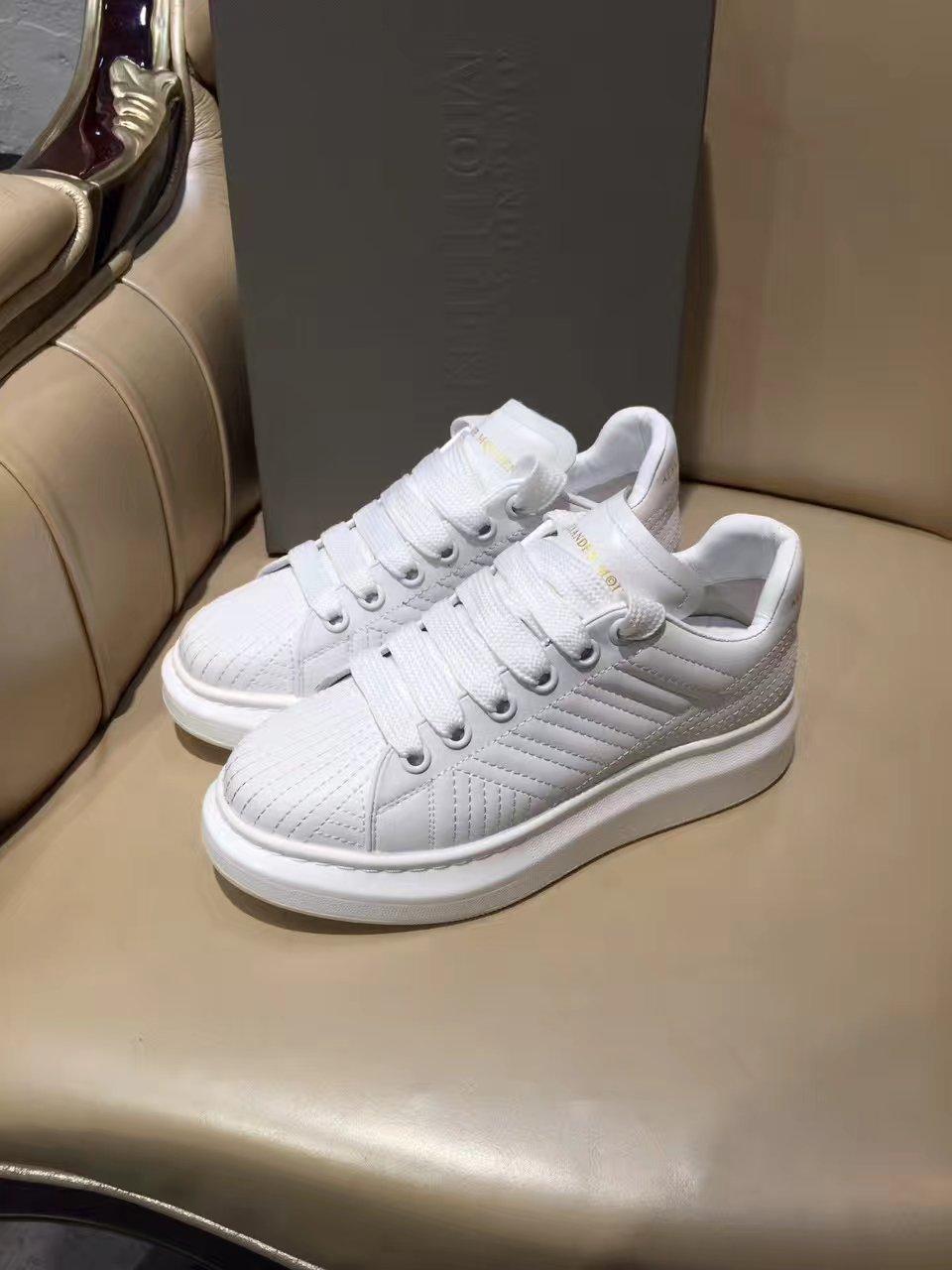 Alexander MQUEEN情侣款小白鞋