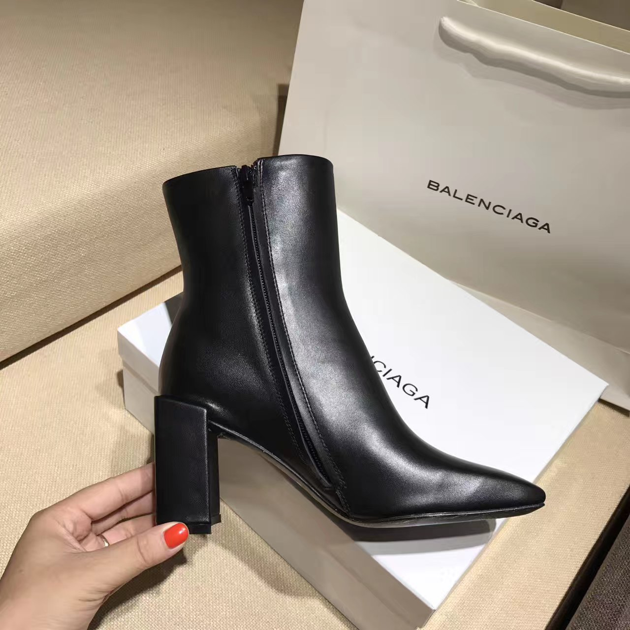 巴黎世家BALENClAGA 17秋冬新款短靴 真皮女靴价格多少钱