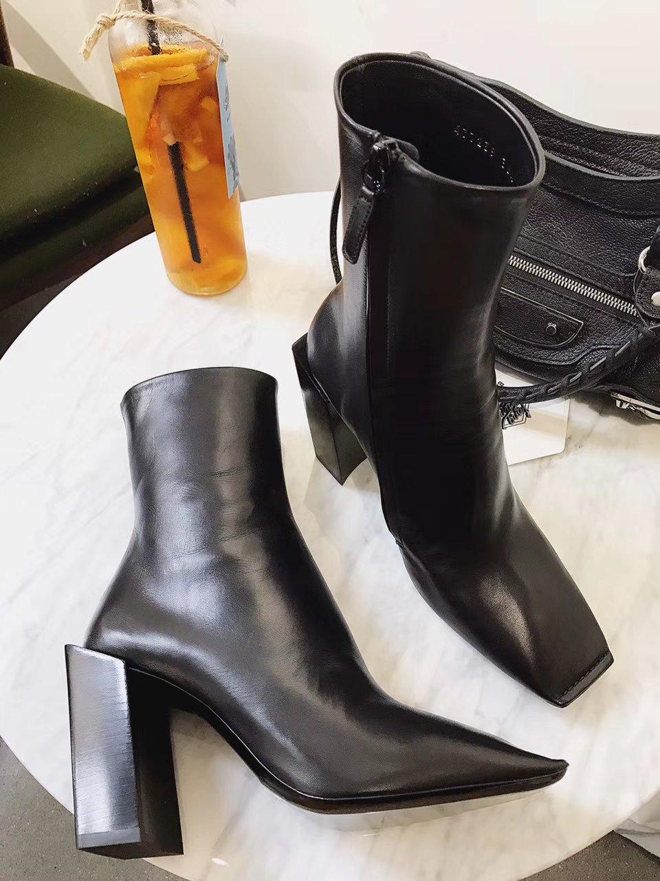 巴黎世家新款真皮短靴 粗跟短靴