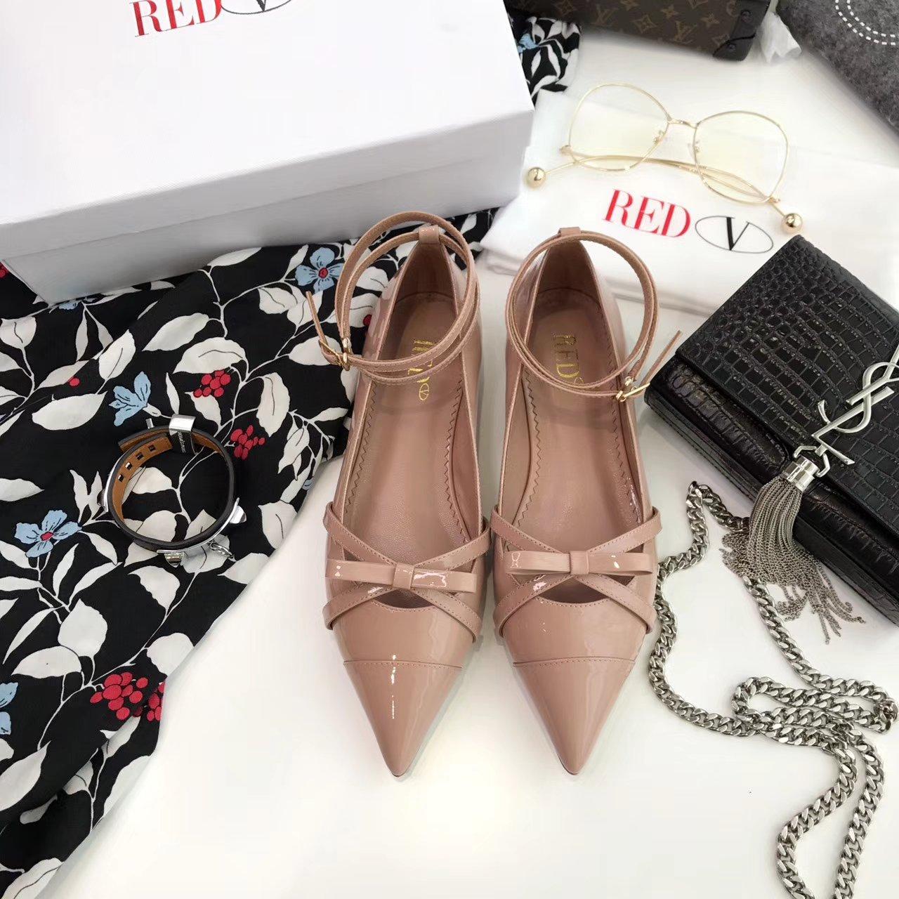 2017 VALENTINO平底单鞋 优雅的尖头与蝴蝶结搭配