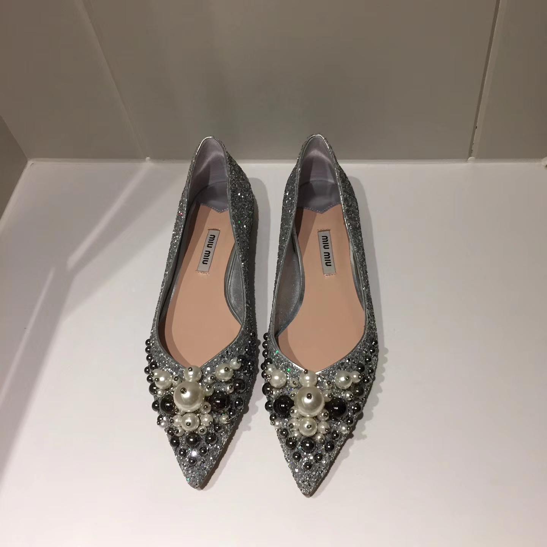 【MIU MIU平底单鞋】17ss专柜最新款 钻扣尖头平底鞋