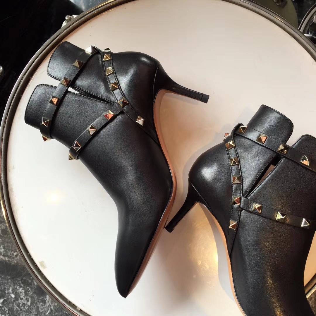 VALENTINO女靴 秋冬华伦天奴经典铆钉细跟短靴