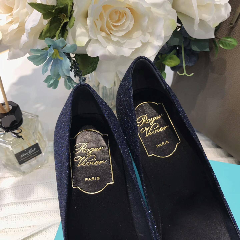 代购级别!Roger Vivier女鞋 尖头高跟鞋 水钻方扣鞋