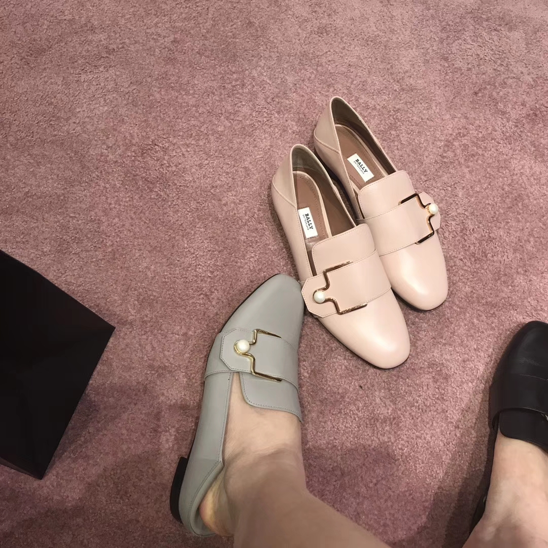 Bally 经典新款珍珠扣平底单鞋