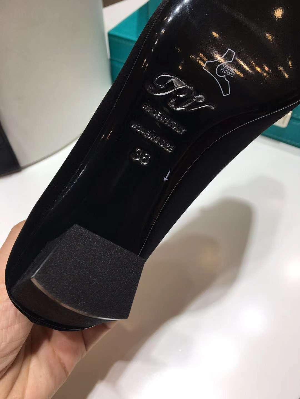 经典款【Roger Vivier】RV真丝粗跟方扣水钻单鞋