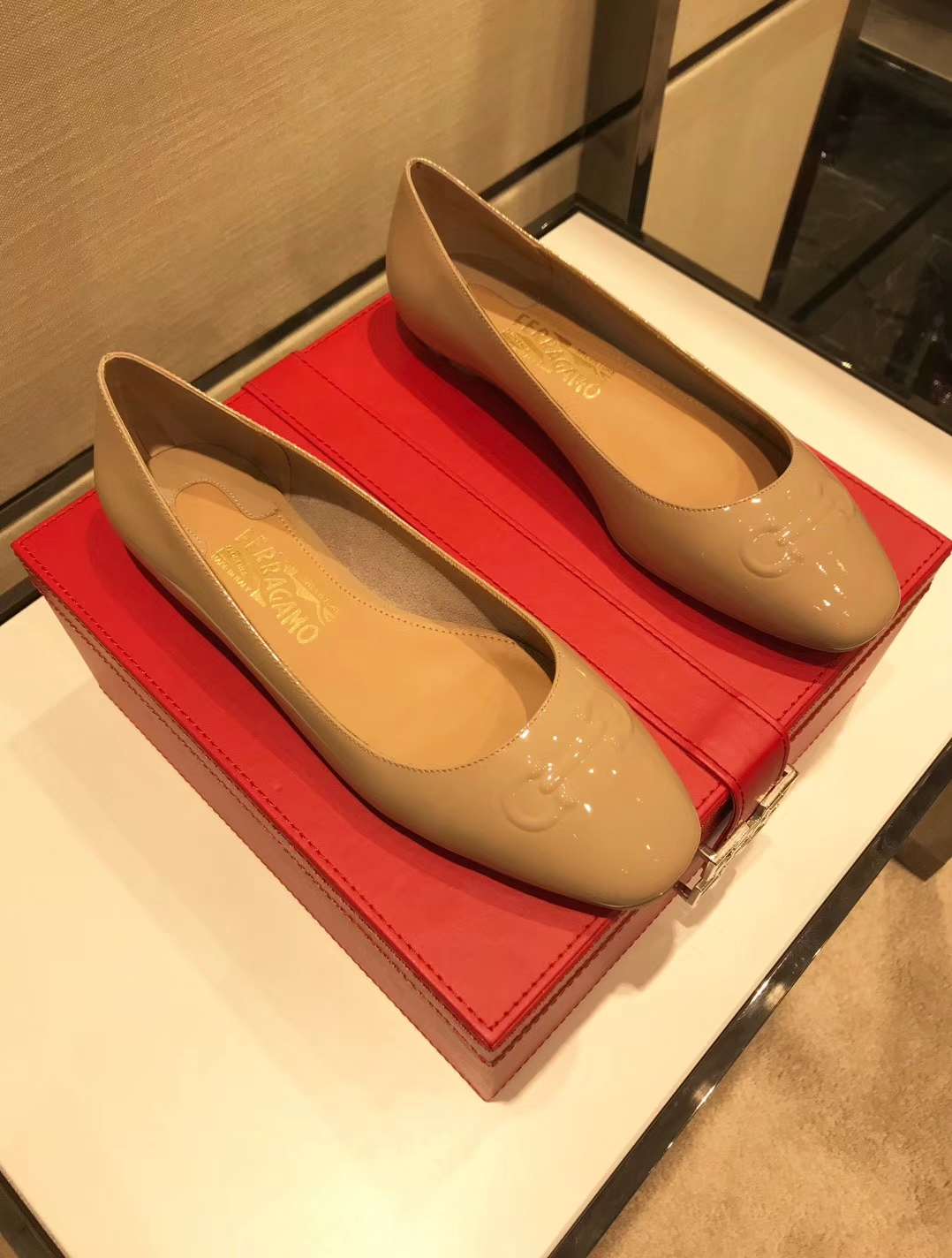 Salvatore Ferragamo菲拉格慕平底单鞋2018专柜同步发售