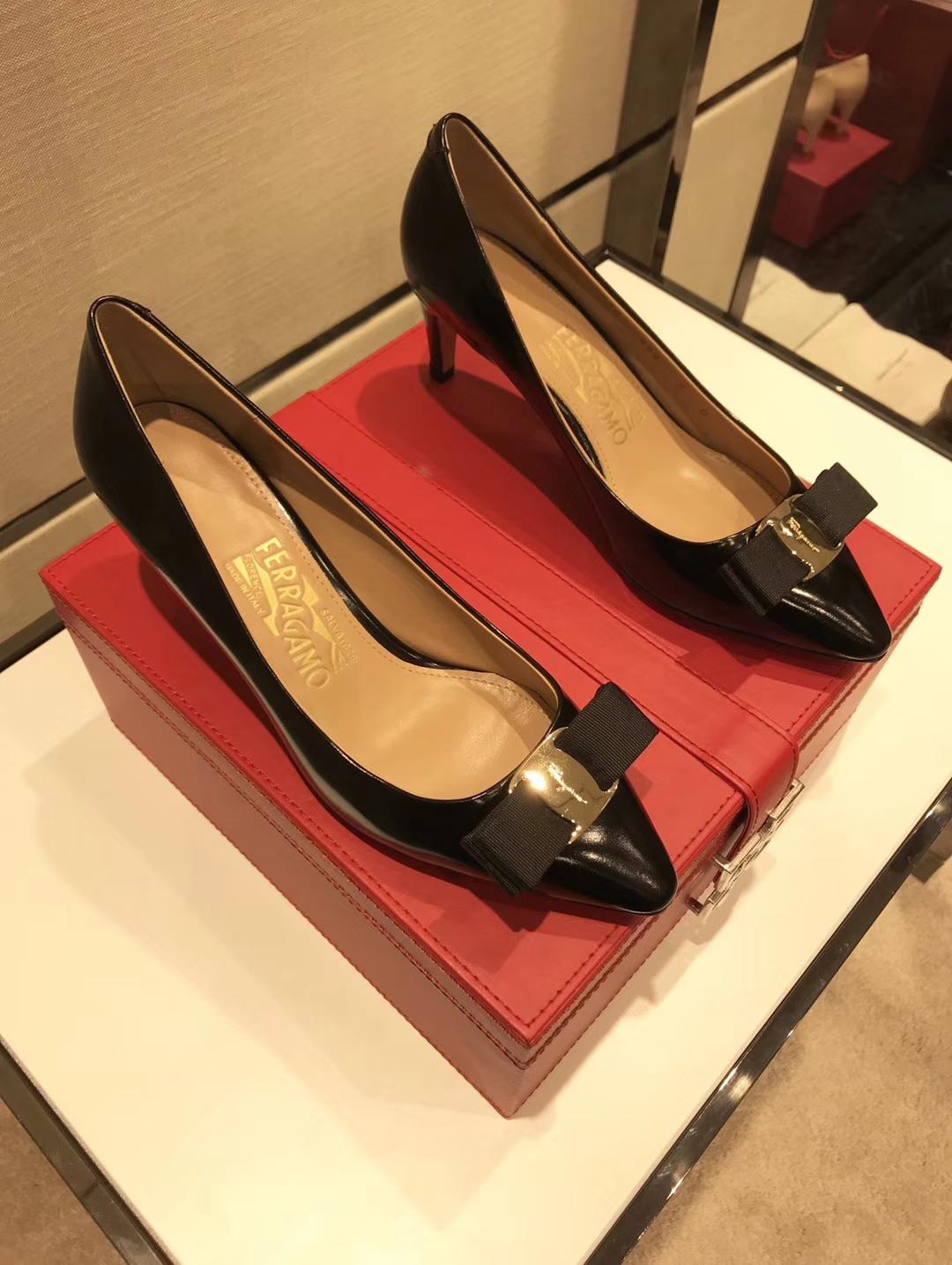 """018款菲拉格慕尖头高跟鞋专柜同步发售"""""""