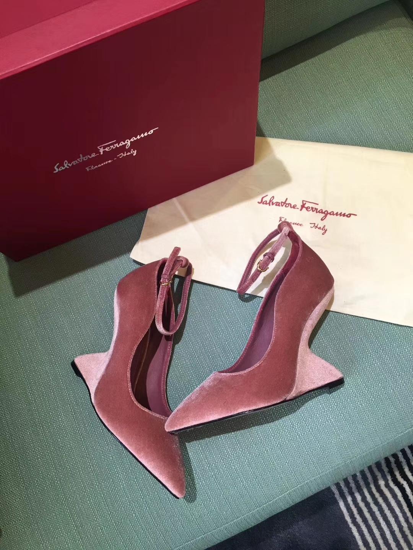 Salvatore Ferragamo超模唯晓雯、少女时代允儿、欧阳娜娜同款高跟鞋
