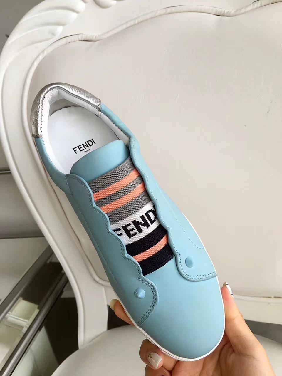FENDI芬迪2018款时尚板鞋平底小白鞋