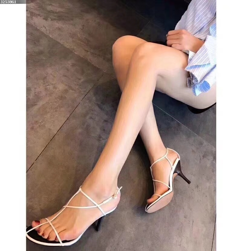 赛琳2018新款凉鞋独特的设计感吸引无数粉丝抢购