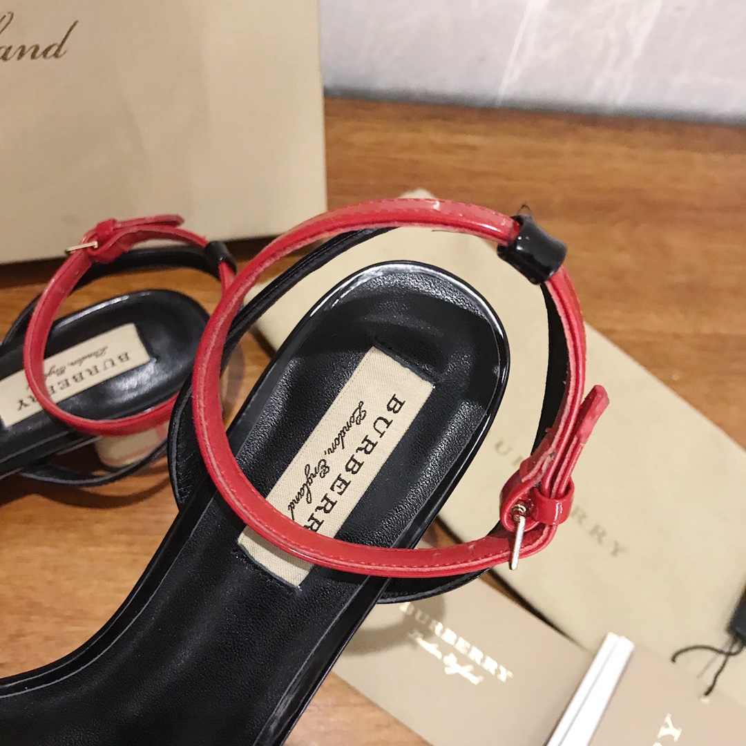 Burberry 18ss 新款女士凉鞋专柜同步上市