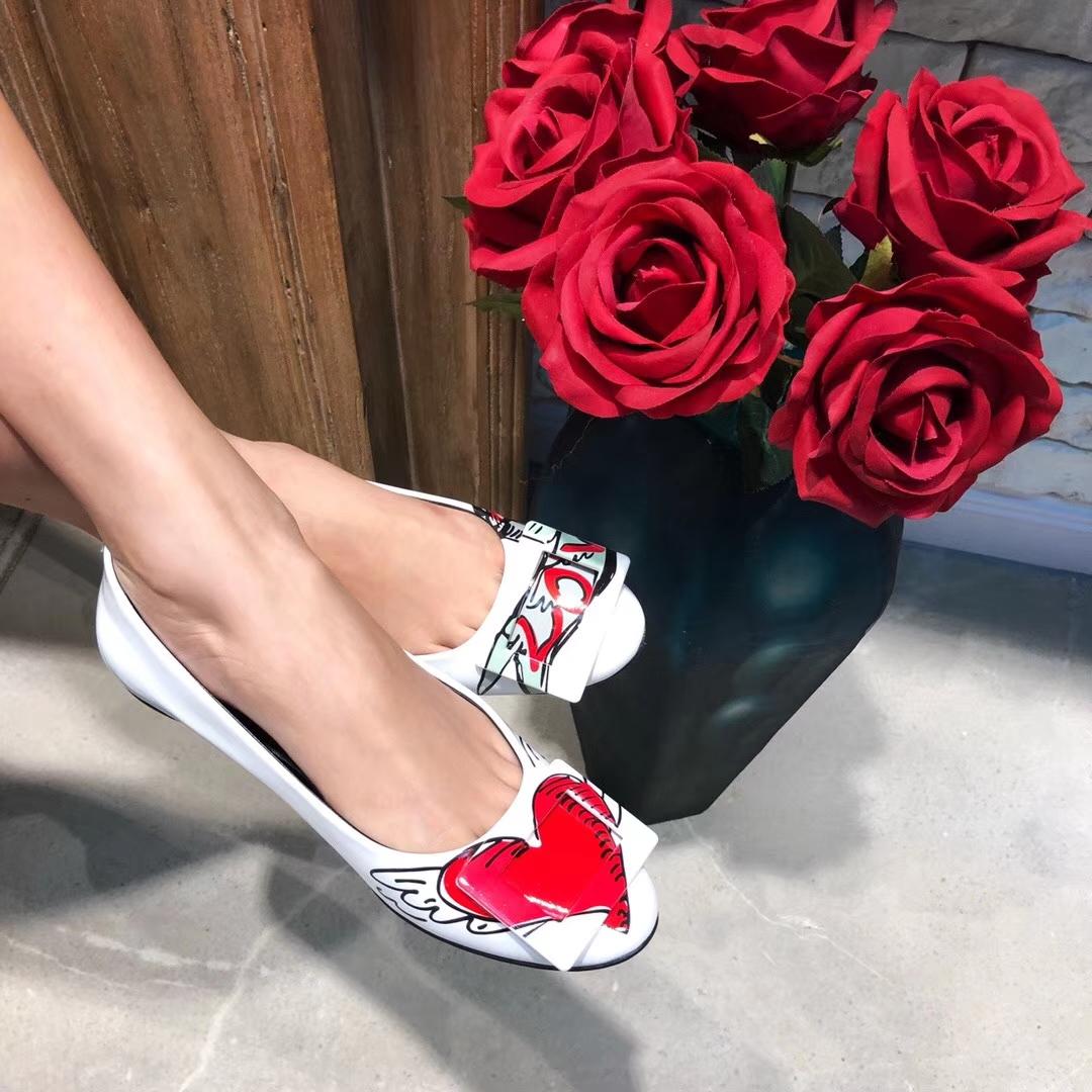 Roger Vivier 情人节限量款漆皮平底单鞋