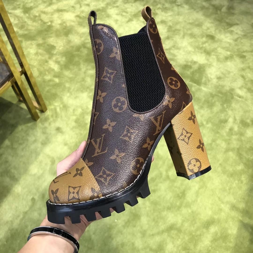 高仿顶级品质LV经典粗跟圆头短靴!