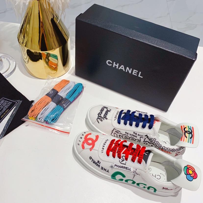 CHANEL X Pharrell 香奈儿菲董联名限量情侣款涂鸦小白鞋
