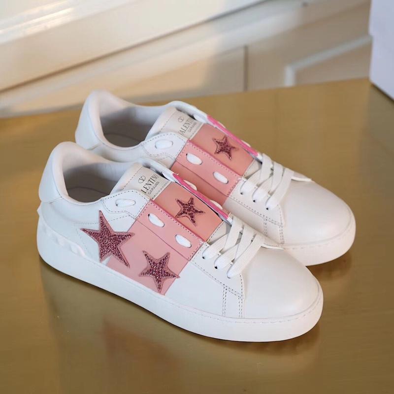 华伦天奴情侣款小白鞋 新款粉色休闲鞋登场