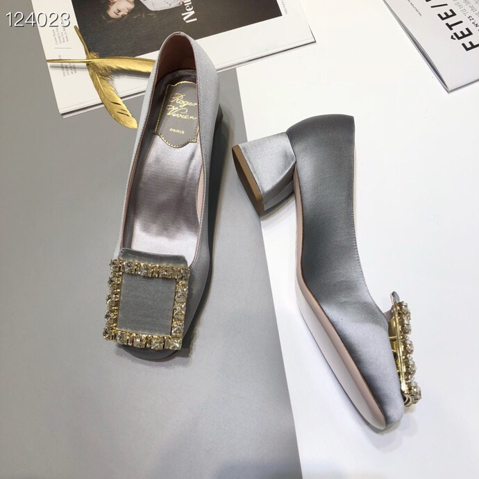 代购级别RV经典款水钻粗跟单鞋 新款方扣女鞋单鞋