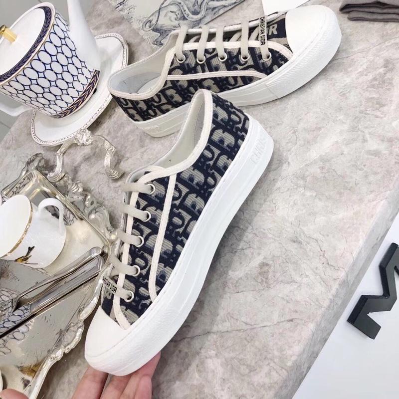 代购级别dior新款女士帆布鞋!19秀款小白鞋