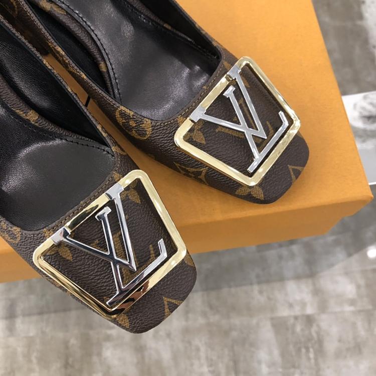 Louis Vuitton20早春新款方扣粗跟单鞋