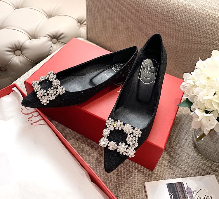 【RV高跟鞋】Roger vivier经典雪花扣高跟单鞋 婚鞋选她就对了