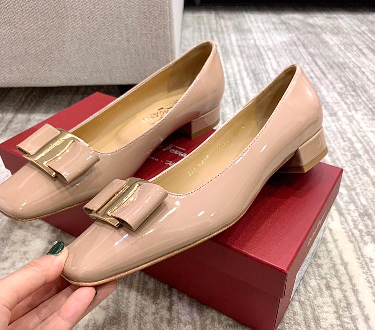 【Ferragamo单鞋】2020款小方跟经典扣小牛皮女鞋单鞋