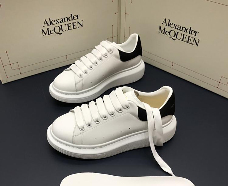 McQueen小白鞋 代购级高仿麦昆最新款小白鞋