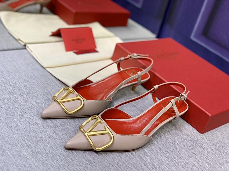 Valentino凉鞋 2020款官网同步上新华伦天奴凉鞋